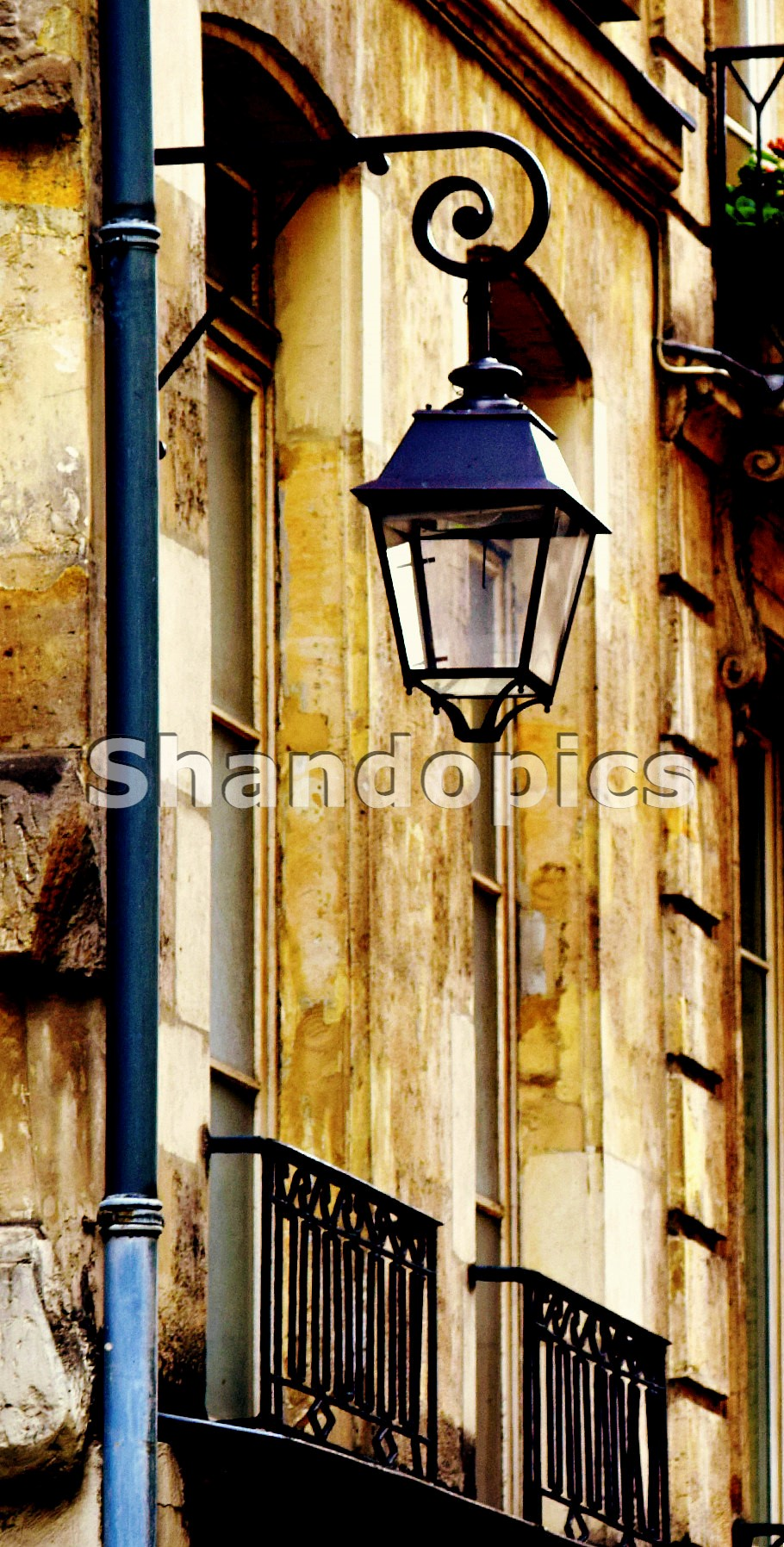 Street Lamp in Paris 2015
